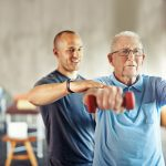 Exercícios podem desacelerar o avanço do Parkinson, aponta estudo