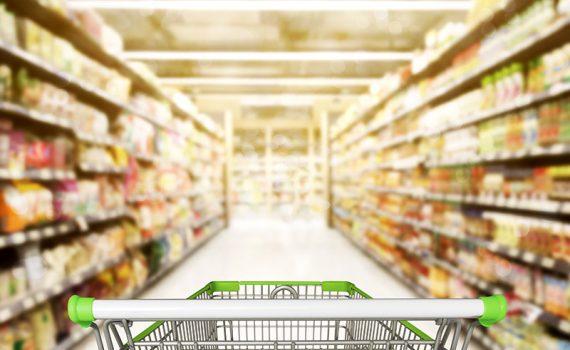 Consumo de alimentos industrializados aumenta casos de câncer, segundo estudo