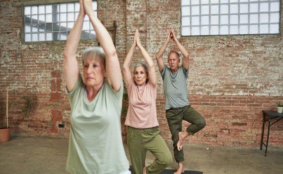 Benefícios do yoga para idosos