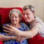 Os benefícios do voluntariado com idosos