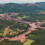 Lama de rejeitos percorre rio no Brasil, após tragédia de mineração