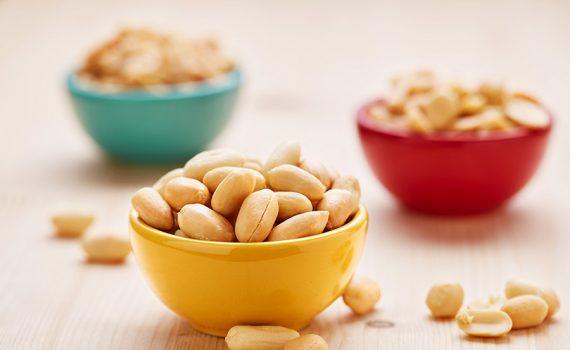 Pacientes alérgicos ao amendoim, mesmo em tratamento, devem evitar o alimento