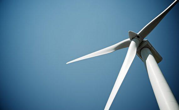 Comissão Europeia lança plano de investimentos para energia limpa