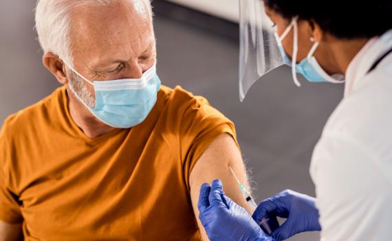 Especialistas garantem a eficácia da vacina contra o Covid-19 em idosos