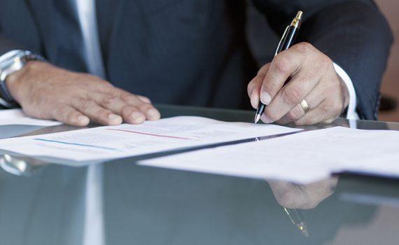Perícia caligráfica, técnica utilizada para determinar a autenticidade de manuscritos e assinaturas