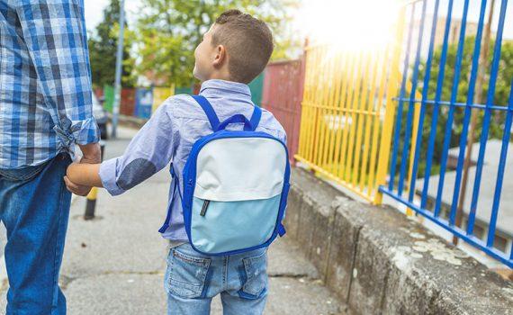 Caminhar até a escola pode melhorar muito a saúde da criança