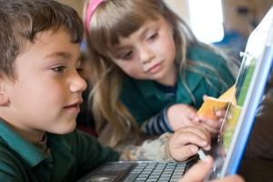 Sistema educativo con uso de tecnología en los EE.UU. muestra buenos resultados
