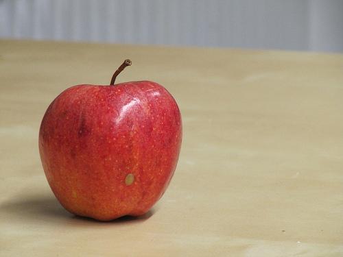 Ingerir una manzana al día previene ataques cardíacos y
