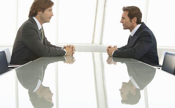 En una entrevista de trabajo, además de contestar también pregunte