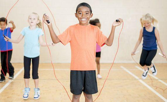 Acciones para disminuir la obesidad entre niños y adolescentes
