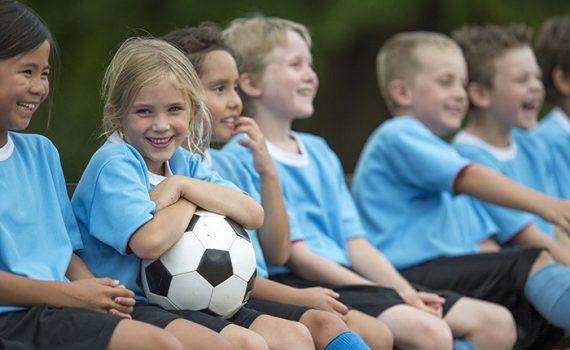 Fútbol mejora el desarrollo de los huesos en la adolescencia
