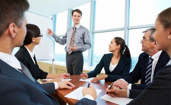 Tesis: Alumna analiza las relaciones interpersonales entre generaciones en el ambiente de trabajo