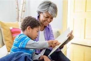 abuelos-ayudan-madres-reincorporarse-trabajo