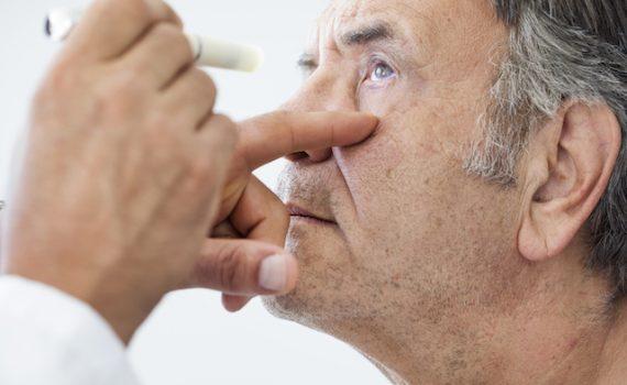 Es posible reducir el riesgo de cataratas consumiendo vitamina K