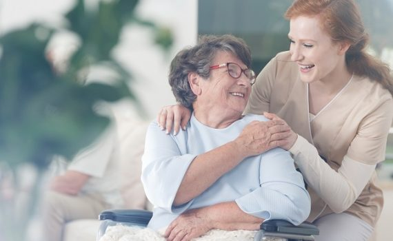 Los cuidadores de personas mayores merecen buena remuneración