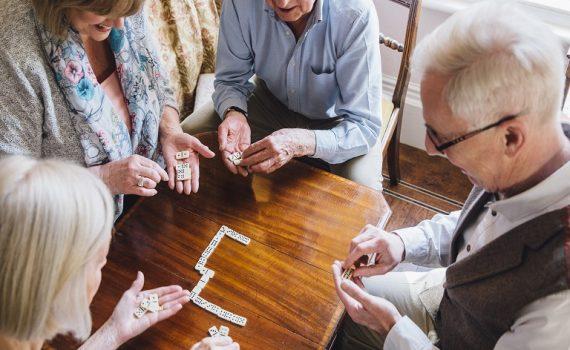 Las relaciones sociales influyen en el bienestar durante la vejez