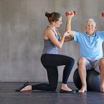 Los efectos de las repeticiones para mejorar la fuerza entre los ancianos