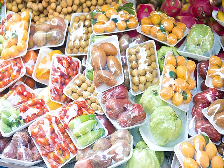Campaña contra el exceso de empaques plásticos en los alimentos