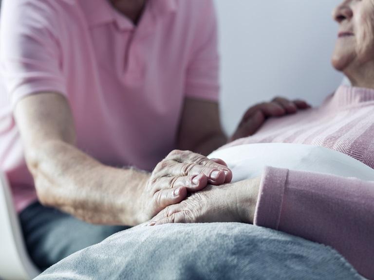 ¿Cómo hablar sobre la muerte en centros geriátricos?
