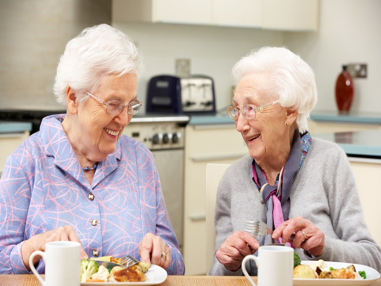 Mujeres mayores que viven solas