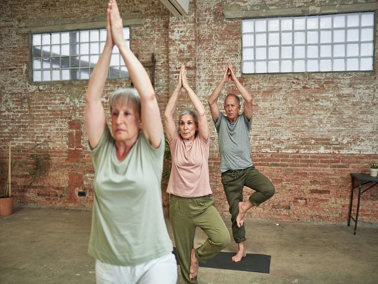 Beneficios del yoga para adultos mayores