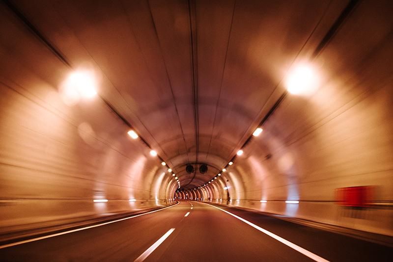 Tesis: Lo que hacer en accidentes con productos peligrosos en túneles