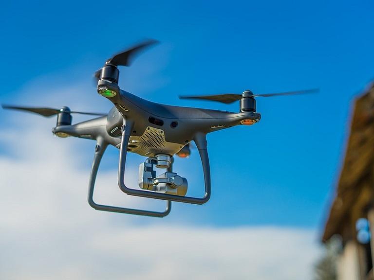 Desarrollan un dron con brazos articulados capaz de detectar fugas