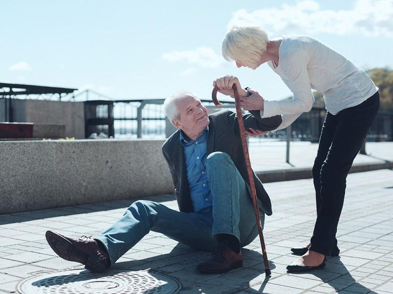 Artículos que permiten prevenir las caídas en los adultos mayores