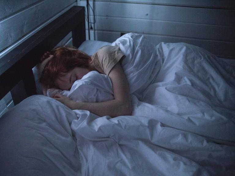 No dormir las horas recomendadas tiene riesgos para la salud