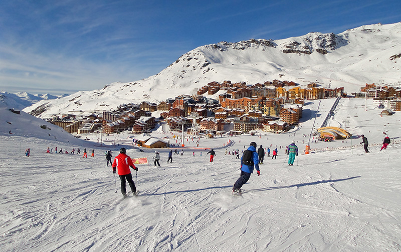 La temporada de esquí colabora para mantener la población rural activa