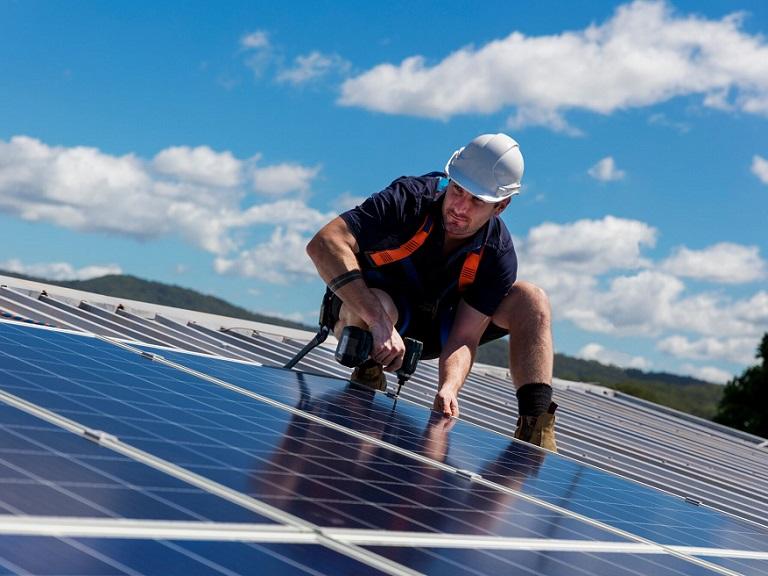 California obliga a poner paneles solares en las casas a partir de 2020
