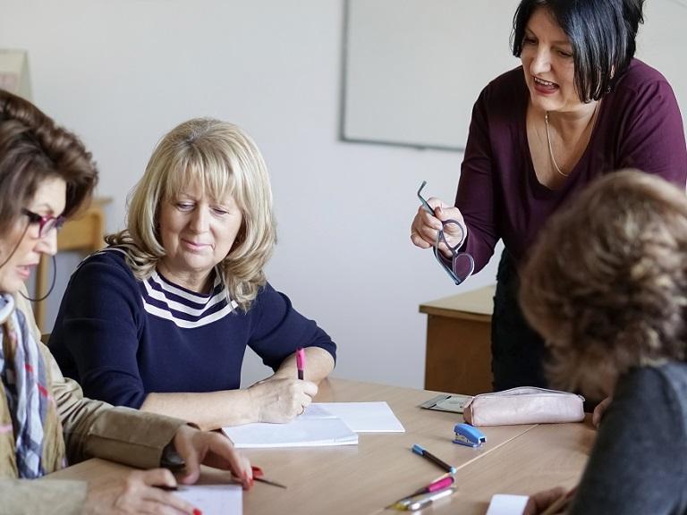 Características de los adultos mayores para aprender un nuevo idioma
