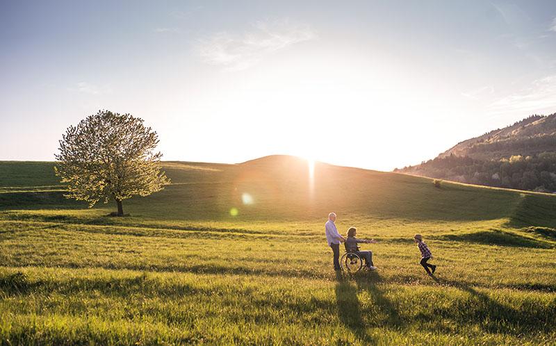 Una vida más saludable para las personas mayores adultas en entornos verdes