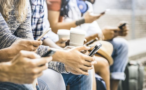 La adicción a redes de comunicación sociales