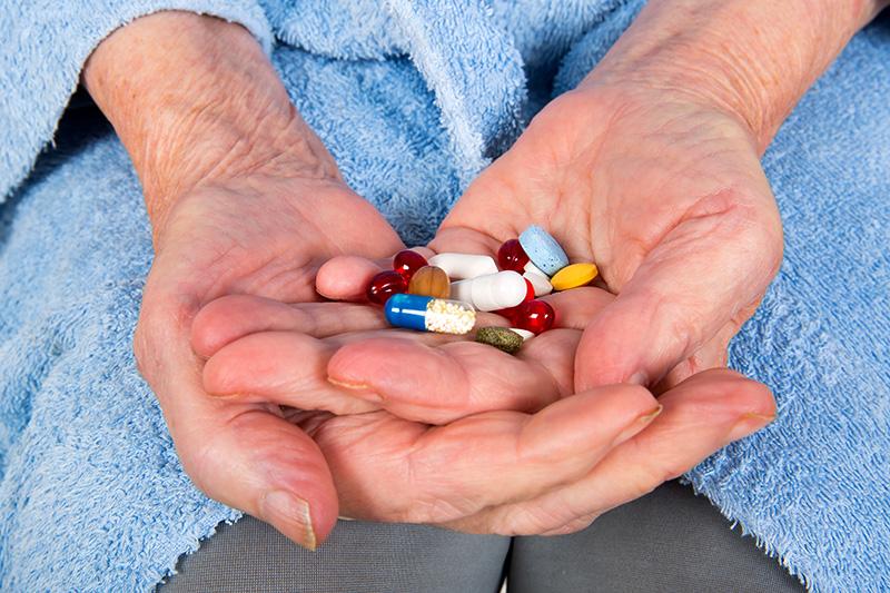 Alto riesgo por el consumo excesivo de fármacos en las personas adultas mayores