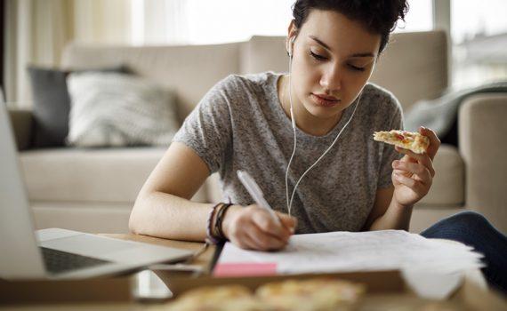 Tesis: Riesgo de transtorno de la conducta alimentaria entre estudiantes universitarios