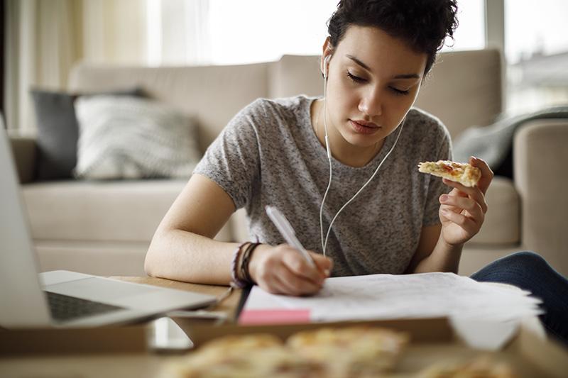 Tesis: Riesgo de trastorno de la conducta alimentaria entre estudiantes universitarios