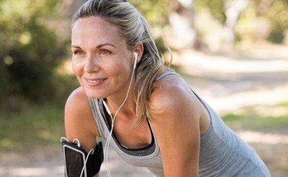 Escuchar música durante el entrenamiento: ventajas y cuidados
