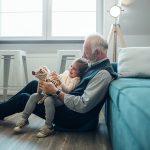 Edadismo y factores discriminatorios a personas adultas mayores