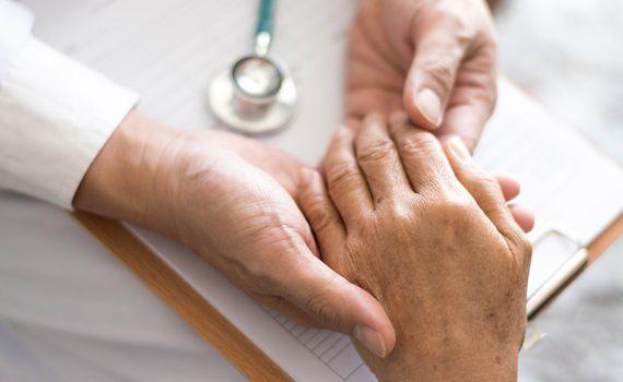 Gerontología, más allá del tratamiento de enfermedades