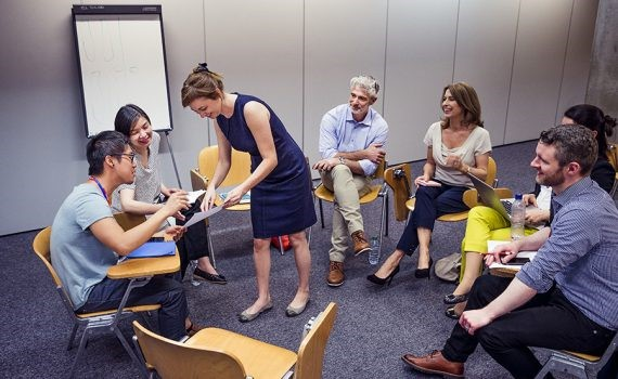 4 factores que influyen en la enseñanza de lenguas para adultos