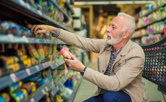 Cómo y dónde compran las personas mayores