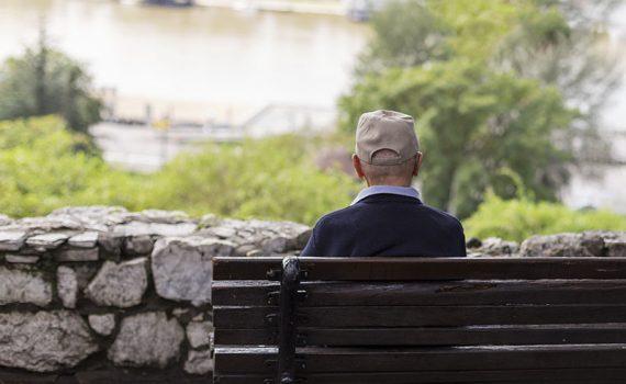 España toma medidas contra la soledad de los mayores