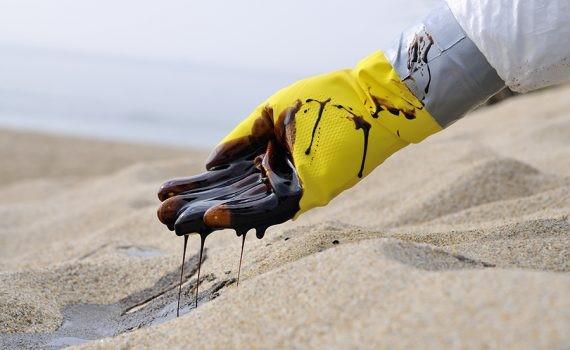 Las manchas de petróleo contaminan litoral Nordeste de Brasil