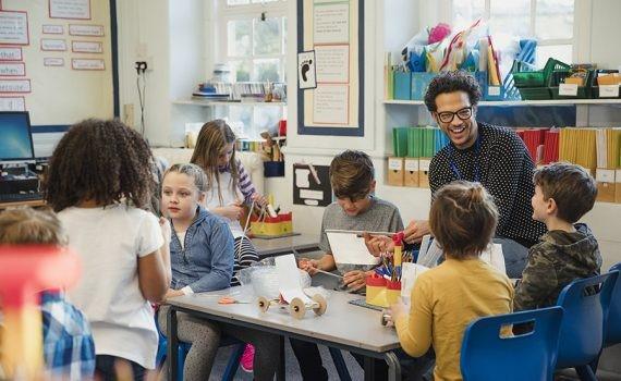 Estudiantes creen que aprenden menos en clases activas