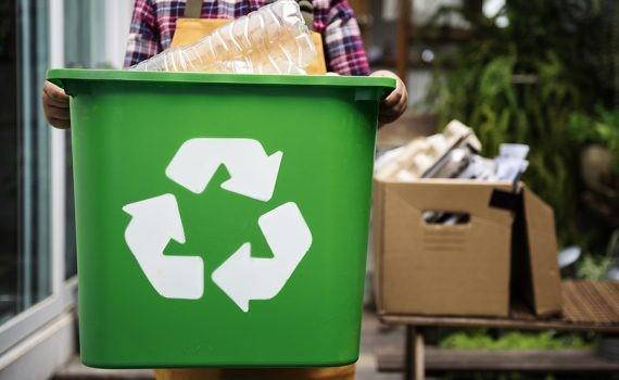 Los desechos plásticos se convierten en aulas
