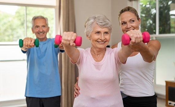 Actividad física previene cambios corporales dañinos en adultos de mayor edad