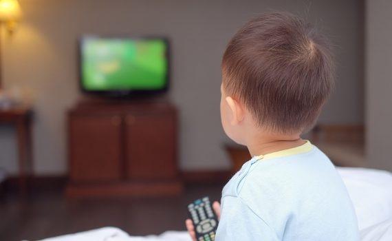 La televisión es el hábito que más influye en la obesidad infantil