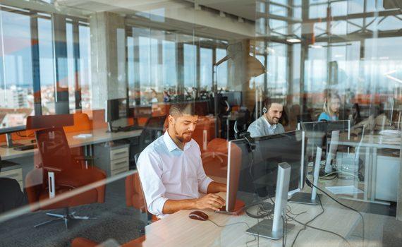 Requisitos digitales, factor laboral de relevancia