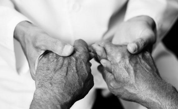 Consejos para paliar el aislamiento en ancianos